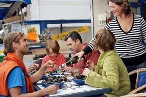 Moules frites: Köstliche Muscheln in der Bretagne genießen