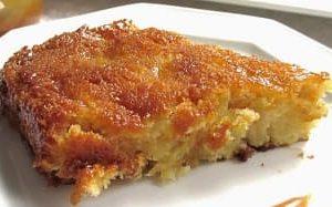 Kuchen mit gesalzenem Karamell und Äpfeln