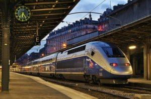 Die Strecke Paris - Rennes fährt der TGV in ca. 85 Minuten