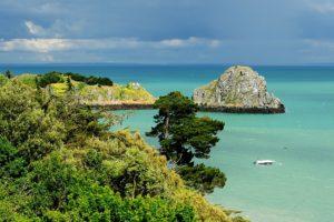 Willkommen an der Côte d'Émeraude: Smaragdfarbenes Meer bei Cancale